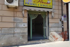 LOCALE COMMERCIALE VIA ACQUAVIVA
